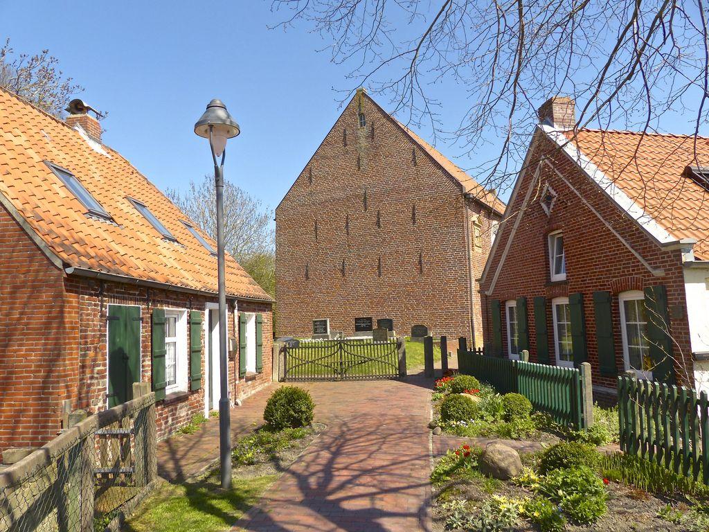 Freepsum Dörfer der Krummhörn in Ostfriesland an der Nordseeküste