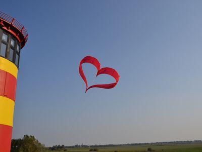 Bild Pilsumer Leuchtturm Heiraten Ballon