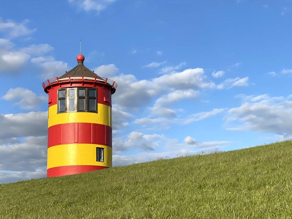 Bild Pilsumer Leuchtturm Hero neuer Anstrich