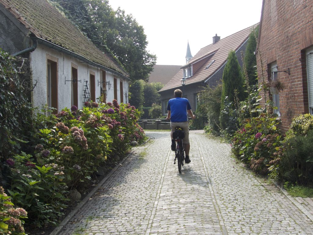 Loquard Dörfer der Krummhörn in Ostfriesland an der Nordseeküste
