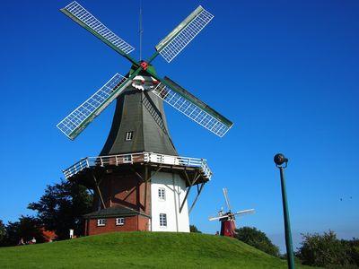 Bild Zwillingsmühlen Greetsiel grüne Mühle