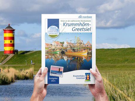Gastgeberverzeichnis 2021 mit dem Krummhörner Deich und dem Pilsumer Leuchtturm im Hintergrund