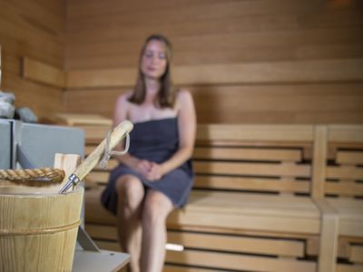 Bild Schwimmbad Oase Greetsiel Sauna Frau