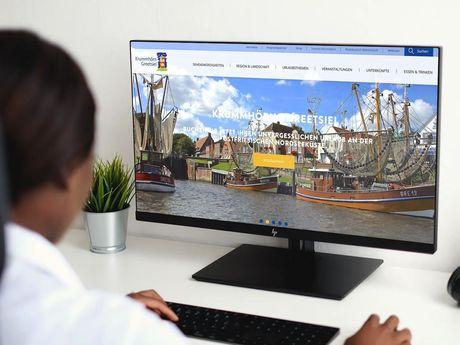 Bild der Website Greetsiel auf einem Pc Bildschirm