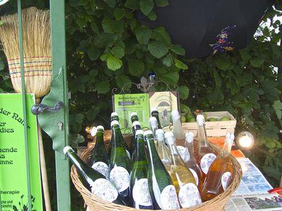 Bild Bauernmarkt Rysum Weinflaschen