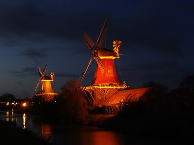 Bild Zwillingsmühlen Greetsiel Nacht