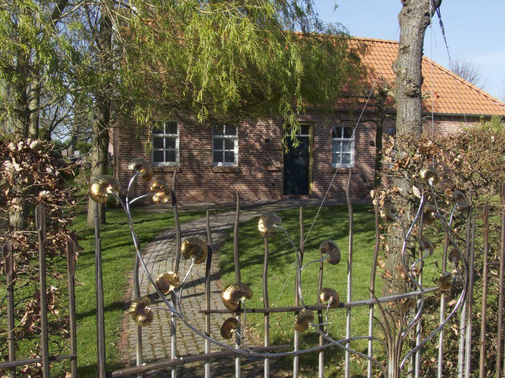 Upleward Dörfer der Krummhörn in Ostfriesland an der Nordseeküste