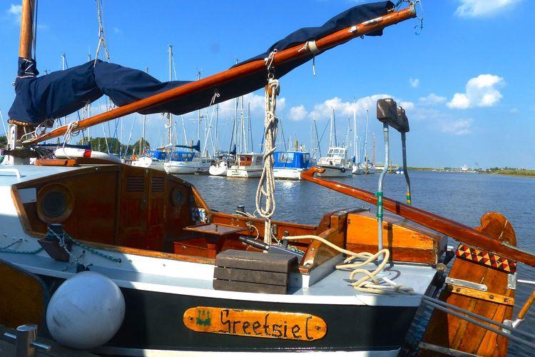 Bild eines Bootes im Yachthafen Greetsiel