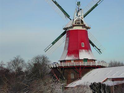 Bild Zwillingsmühlen Greetsiel Winter rote Mühle