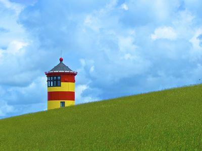 Bild Pilsumer Leuchtturm grünes Gras
