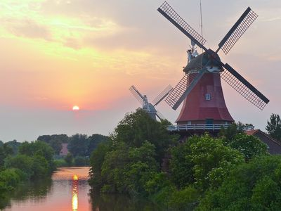 Bild Zwillingsmühlen Greetsiel Sonnenuntergang