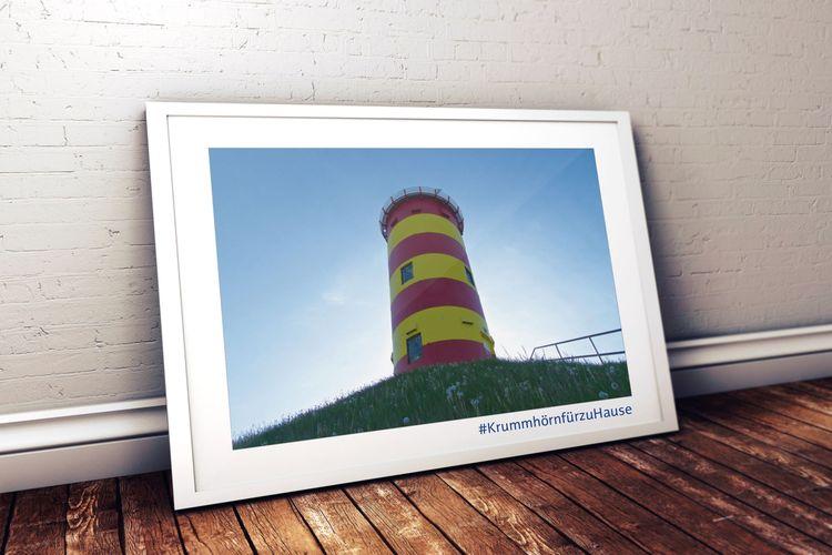 Bilderrahmen mit einem Bild vom Pilsumer Leuchtturm