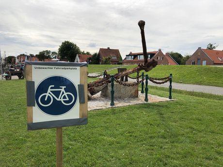 Bild Fahrradparkplatz im Hafen Greetsiel