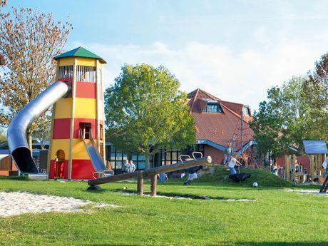 Bild der Spielgeräte des Abenteuerspieplatzes in Greetsiel