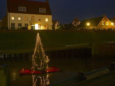 Bild Galerie Weihnachtsmarkt Lüttje Greetmer Wiehnachtsmarkt Hafen Baum