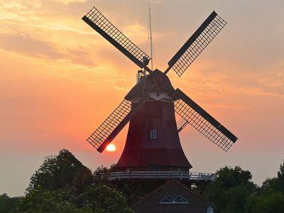 Bild Zwillingsmühlen Greetsiel Sonne