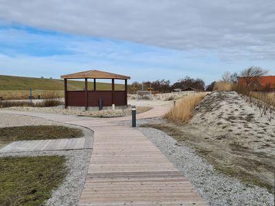 Bild Trockenstrand Upleward mit einem Weg aus Holzbohlen über Sandflächen