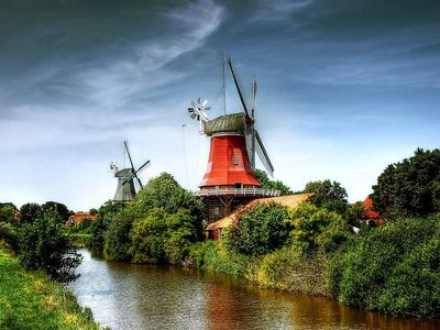 Bild Zwillingsmühlen Greetsiel rote Mühle