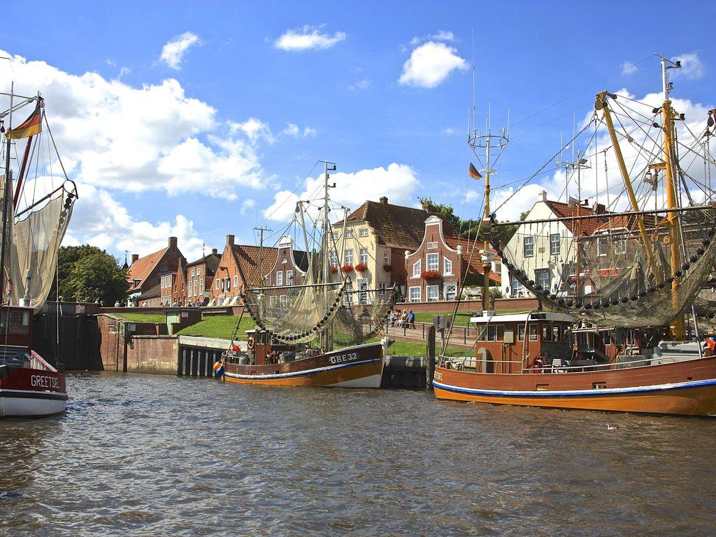 Greetsiel Dörfer der Krummhörn in Ostfriesland an der Nordseeküste