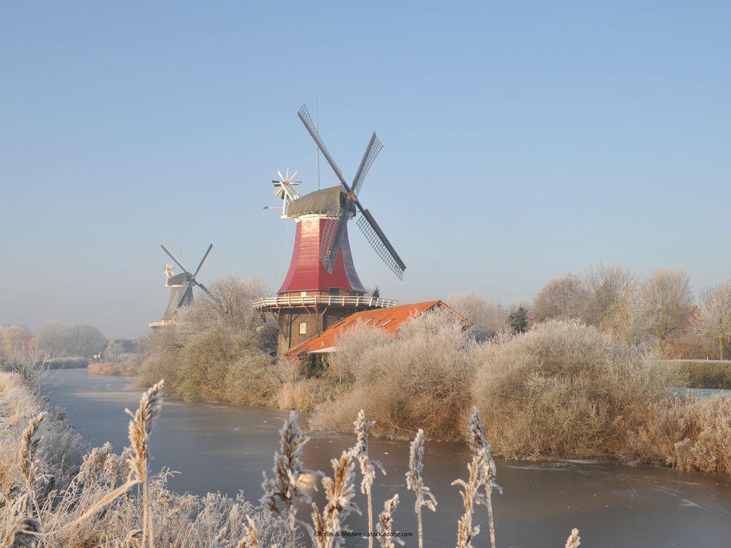 Bild Startseite Greetsiel Winter Zwillingsmühlen