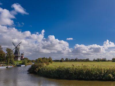 Bild Zwillingsmühlen Greetsiel Wolken
