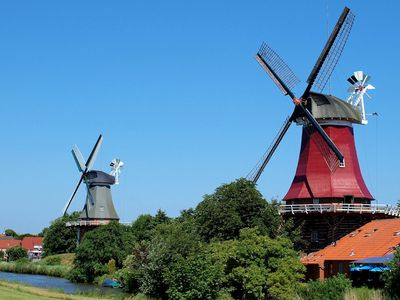 Bild Zwillingsmühlen Greetsiel blauer Himmel